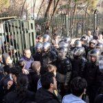 """یکشنبه 13بهمن ۹۸ : اعتراض """"هنرمندانه"""" دانشجویان دانشگاه هنر به بی کفایتی مدیران کشور"""