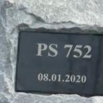 """مراسم رونمایی از بنای یادبود سقوط هواپیمای اوکراینی در فرودگاه کیف (ویدئو کوتاه)؛ اوکراین خواهان مجازات """"همه"""" مسببین است"""