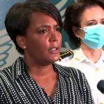 معذرت خواهی شهردار و رئیس پلیس آتلانتا به خاطر بازداشت بیجای ۲ نفر در میانه تظاهرات و اخراج ۲ پلیس