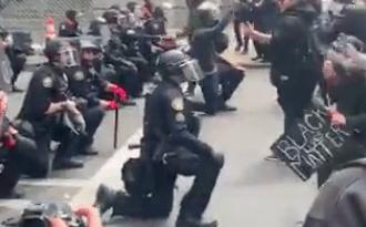 portland-police-kneel-george-floyd