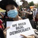 تظاهرات ده ها هزار نفره در تایلند بدنبال آدم ربایی یک مخالف تبعیدی در کامبوج