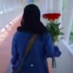 دخترک گل فروش که آرزو دارد دکتر شود – ویدئو