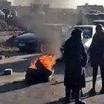 فیلم آتش زدن لاستیک و بستن جاده منتهی به گور قاسم سلیمانی در کرمان
