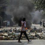 میانمار کمتر از ۲ ماه بعد از کودتا: سنگر بندی و جنگ خیابانی با نظامی ها (کلیپ کوتاه)