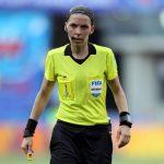 سرآغازی تازه در تاریخ فوتبال: داوری یک زن در مسابقات مقدماتی جام جهانی (+ فیلم)